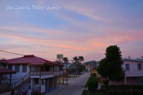 Western Guest House: Sunset looking up Burns Ave from the balcony