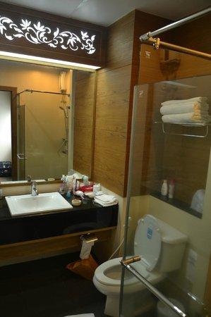 Baan Saikao Plaza Hotel& Service Apartment: Ванная комната