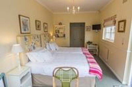 Cornerway House: Rose room