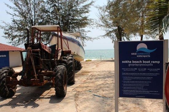 Sokha Beach Resort : beach boat ramp