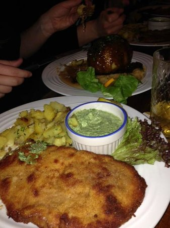 Apfelwein Solzer: Frankfurter Mega-Schnitzel