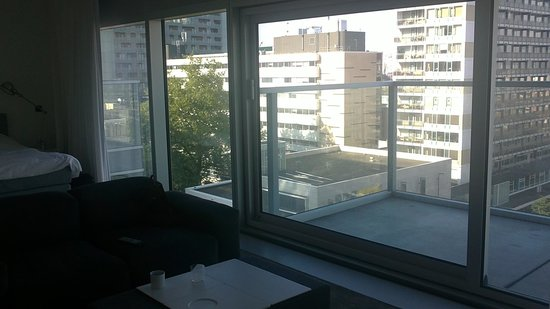 Urban Residences Rotterdam : Vue vers l'extérieur (balcon vitré)