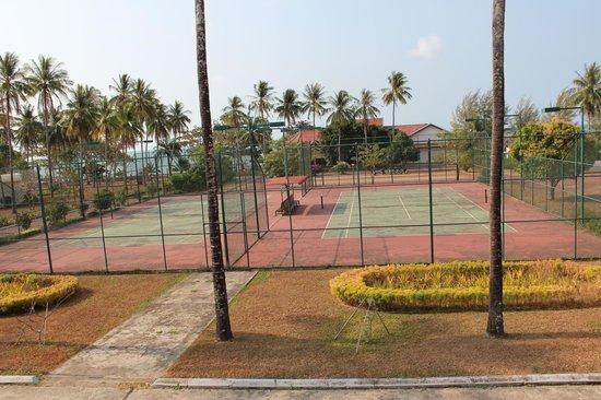 Sokha Beach Resort: Tennisplatz