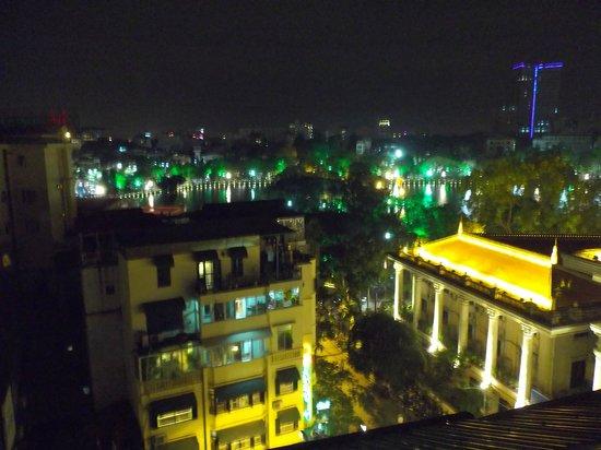 โรงแรมฮานอยบ่าวแค๊ง: 食事場所の最上階からの眺め(向うに見えるのがホアンキエム湖)