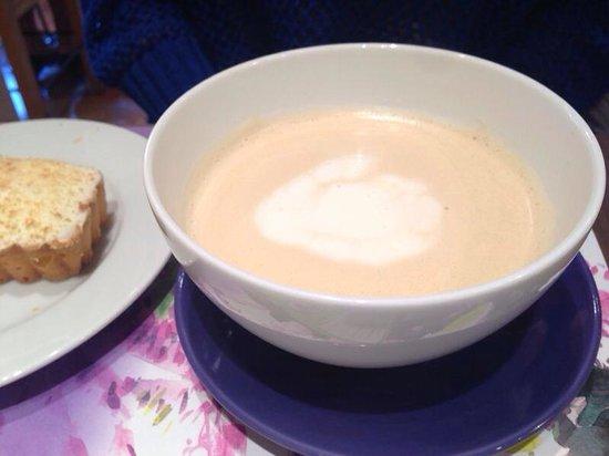 L'OCCITANE CAFE: Чай с молоком