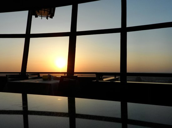 Chart House Restaurant: Sunset from the waiting area