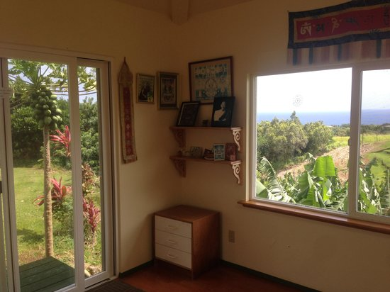 Maui Ocean Breezes: Meditation & Yoga Hut