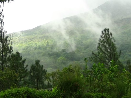Arenal Observatory Lodge & Spa: Clouds rolling in
