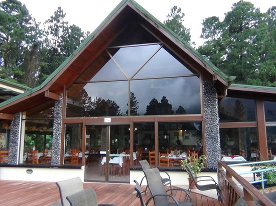 Arenal Observatory Lodge & Spa: Looking to dining area from deck