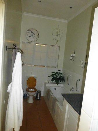 Liz at Lancaster Guesthouse: Bathroom