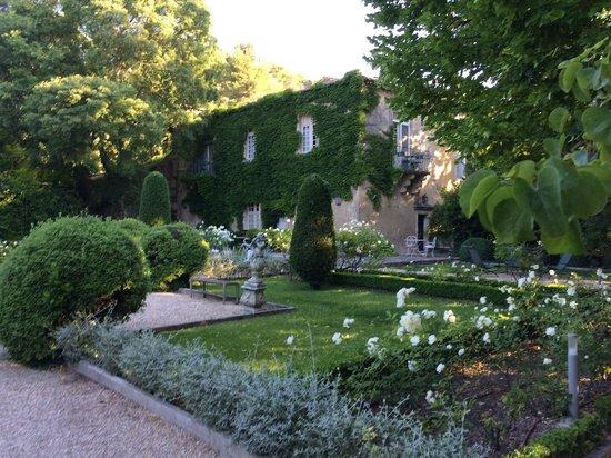Baumanière les Baux de Provence: View of the Manoir