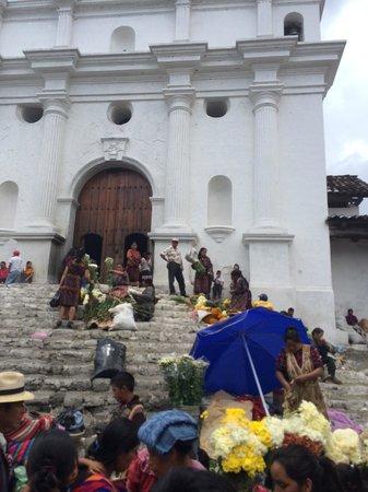 Santo Tomas Church: центральный вход с 20 ступенями