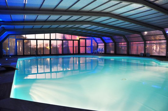 Piscine ext rieure couverte et chauff e photo de for Piscine treillieres