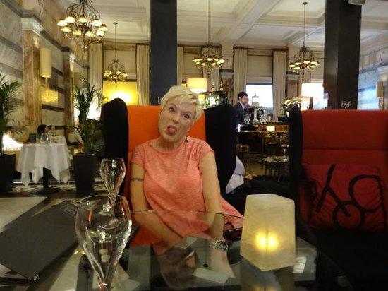 Club Quarters Hotel, Trafalgar Square: Too much Champers in bar?