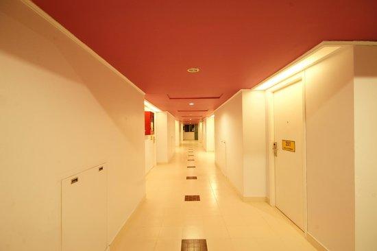 Bella Express: Walkway
