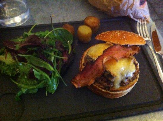 Vin 7: burger corse avec pancetta