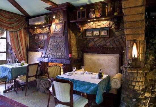 Da Vittorio Restaurant and Apartments: Staff is obligingly.