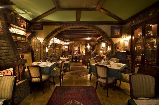 Da Vittorio Restaurant and Apartments: Restaurant with national,italian and latino cuisine, with very warm and cosy enterior.