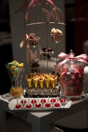 Le Diapason: Candy/chocolate cart. Yummy