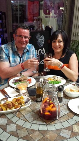 Amigos Restaurant and Roof Terrace : Cheers!