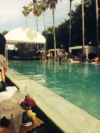 Delano South Beach Hotel: Pool party