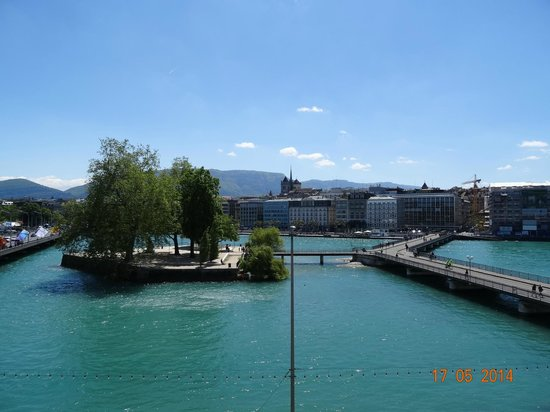 Four Seasons Hotel des Bergues Geneva : VIEW FROM BALCONY OF JUNIOR SUITE NUMBER 222, WITH LAKE VIEW, MAY 2014.