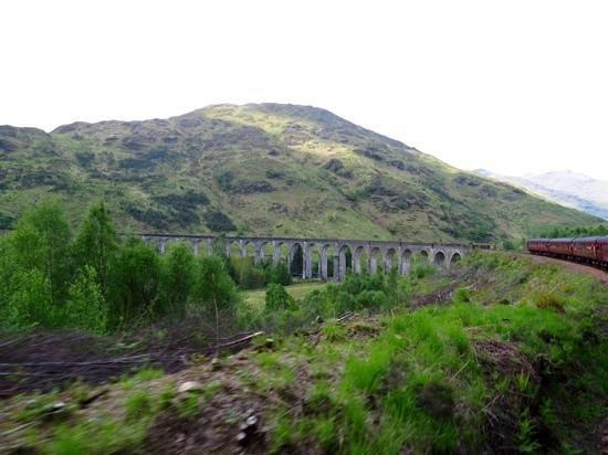 Jacobite Steam Train : train at Glenfinnan viaduct