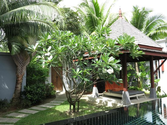 The Bell Pool Villa Resort Phuket: Pagola area by the pool