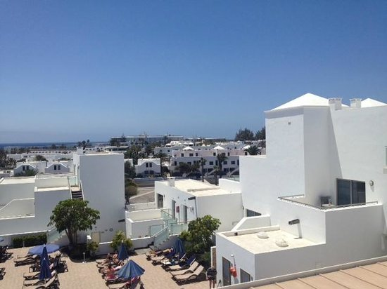 Hotel Lanzarote Village: Looking towards Puerto Del Carmen
