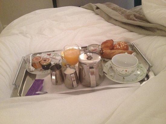 Balmoral Hotel : Breakfast in bed