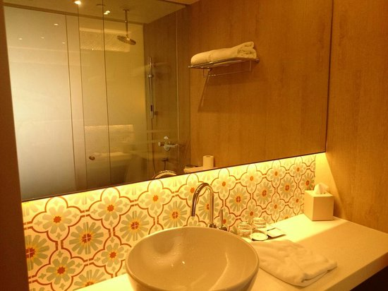 Village Hotel Katong by Far East Hospitality: Clean toilet