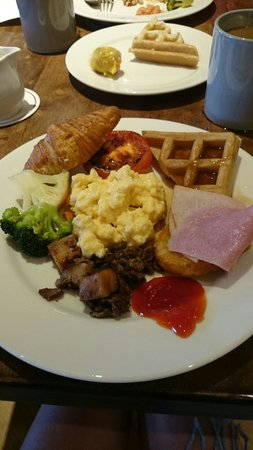 Village Hotel Katong by Far East Hospitality: Complementary breakfast buffet at Katong Kitchen
