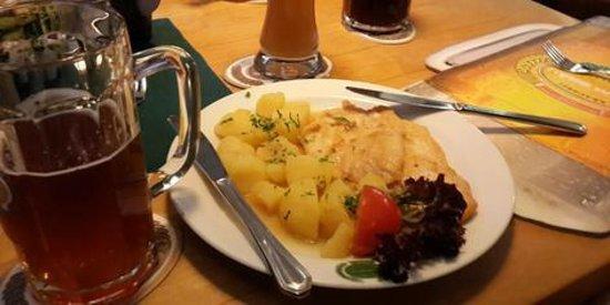 Salm Bräu: куриный шницель без панировки и мартовское пиво