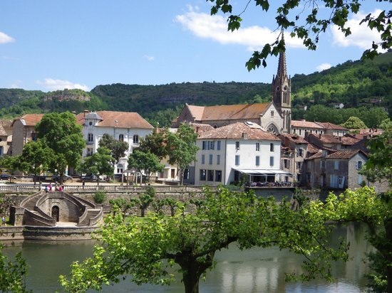 st antonin noble val, the nearest town to the green chambre d'hote