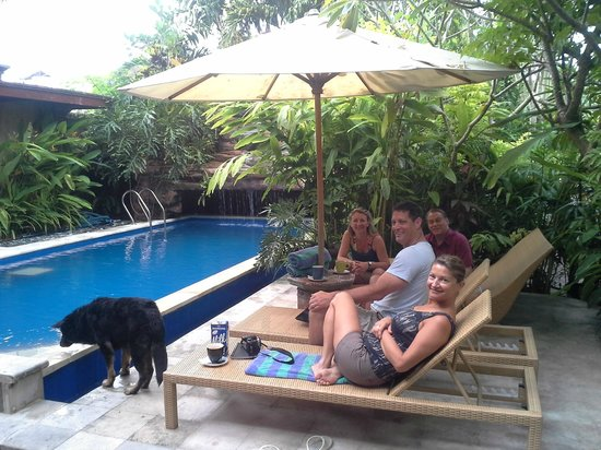 Aahh Bali Bed & Breakfast : Chilling with Bob and friends