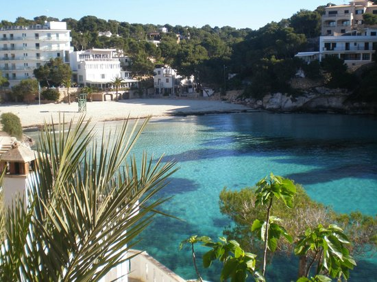 Hotel Cala Santanyi & Apartamentos: View of the Hotel from the nearby paths