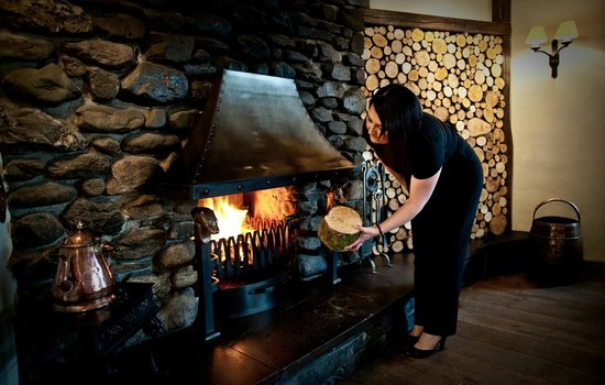 The Wild Boar: Welcoming lounge with log fires