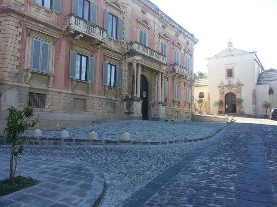La Casa Canonica: incrocio con via G Pelusio
