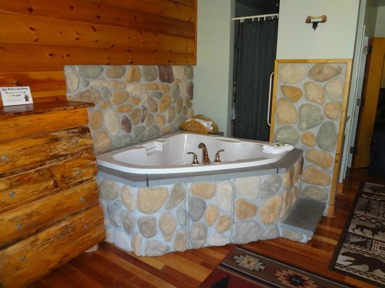 BEST WESTERN Merry Manor Inn : Jacuzzi in living room