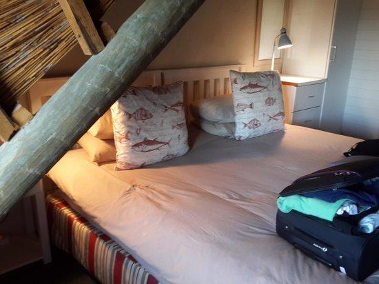 Brenton on Sea Cottages: Room 2