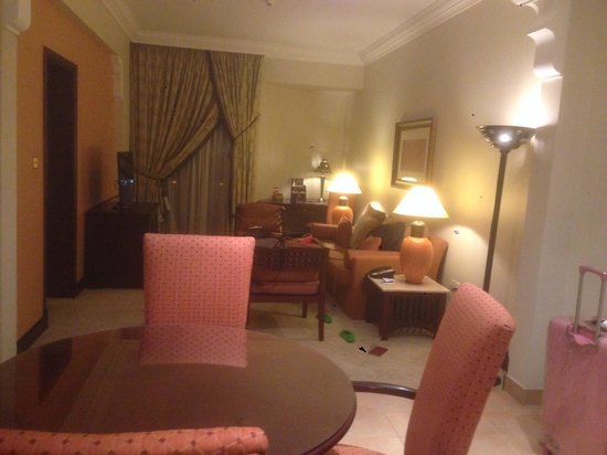 Mercure Grand Hotel Seef: Living room