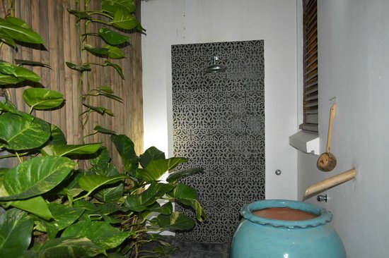 The Governors House Boutique Hotel Phnom Penh: Outdoor shower