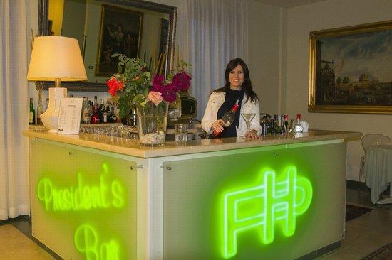 President Hotel: president's bar