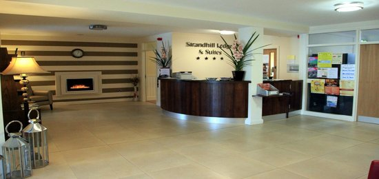 Strandhill Lodge and Suites Hotel: Reception Desk