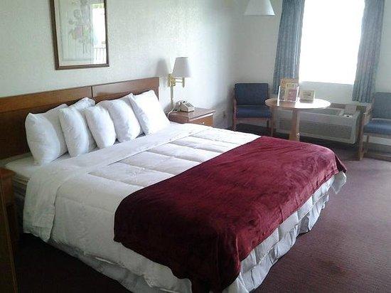 Branson Plantation Inn: King Room
