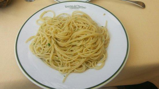 Taverna del Marinaio: Spaghetti with olive oil and pepperoncino.