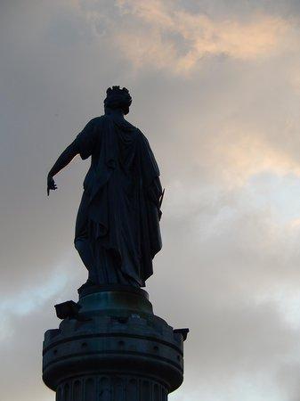 Grande place : grand place - statua dea