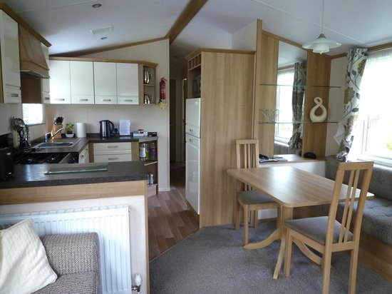 Lowther Holiday Park: Dining area and kitchen