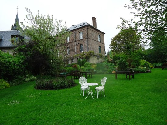 La Maison du Vert : The garden near the hotel