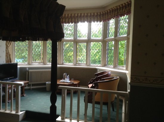 Best Western Walworth Castle Hotel: Room 28, bed and bay window